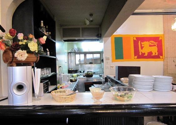 スリランカ料理レストラン「ランディワ」カウンター