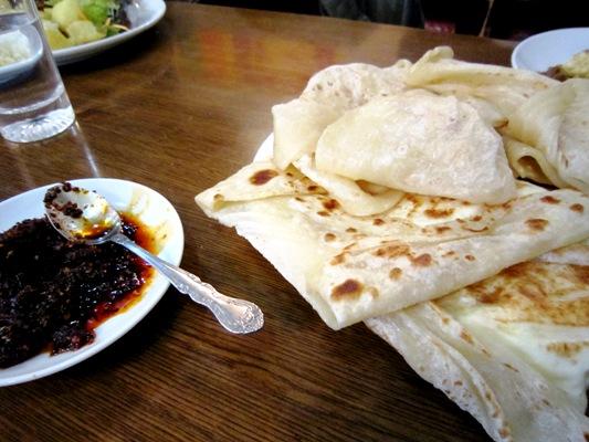 スリランカ料理レストラン「ランディワ」パン